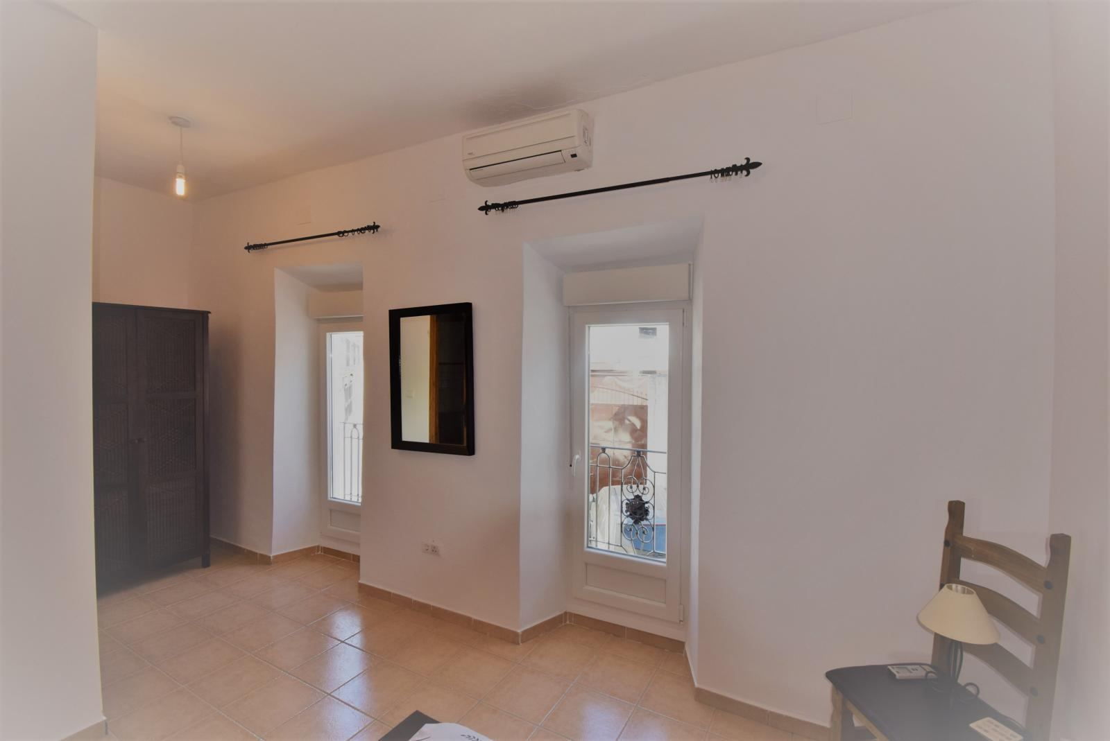 BRIGHT FULLY RENOVATED TOWNHOUSE WITH PATIO AND 2 SUNNY TERRACES
