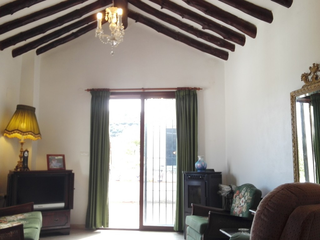 LARGE COUNTRY HOUSE WITH SEPARATE BUNGALOW  IDEAL AS A BED & BREAKFAST