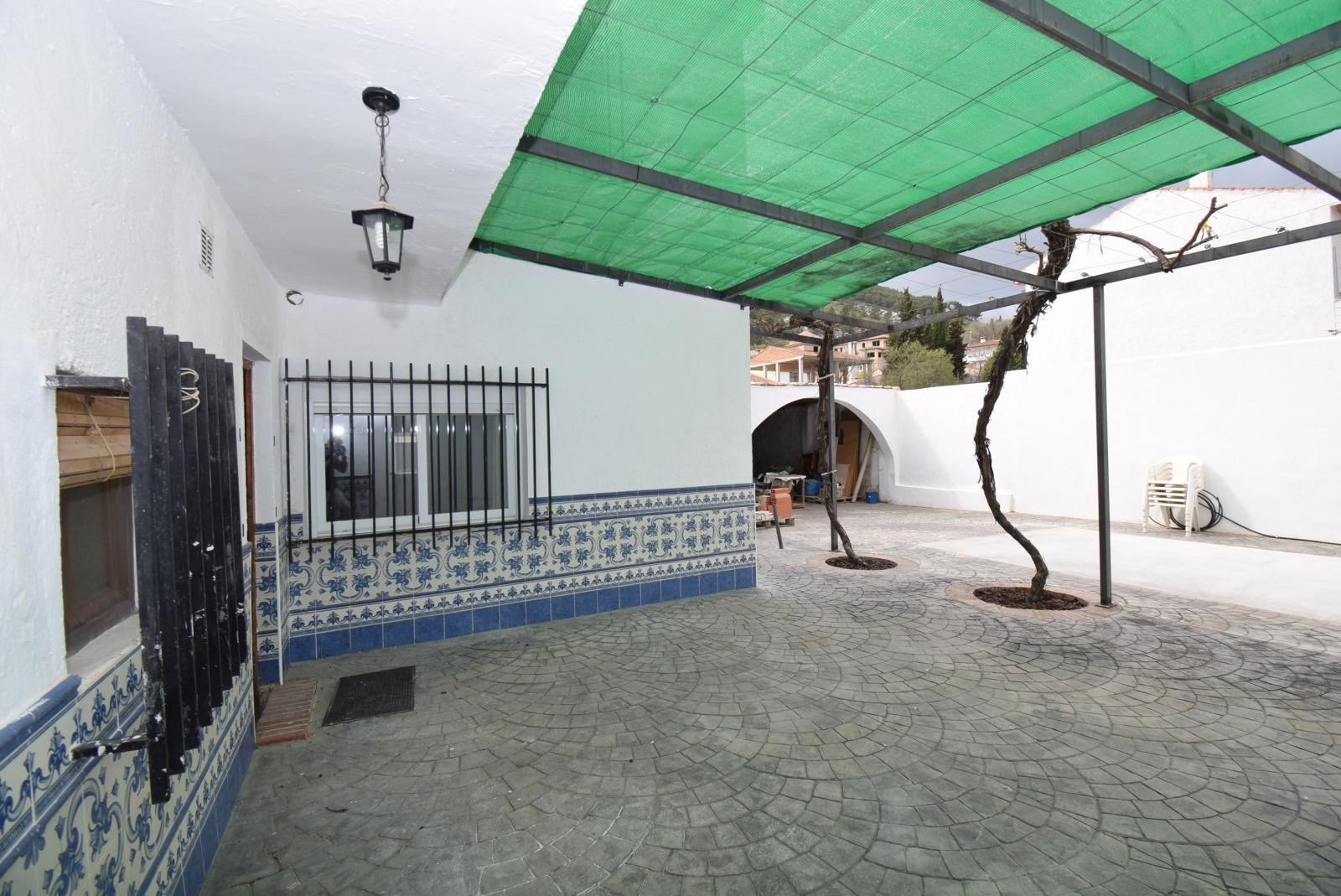Village House with Large Patio and Garage