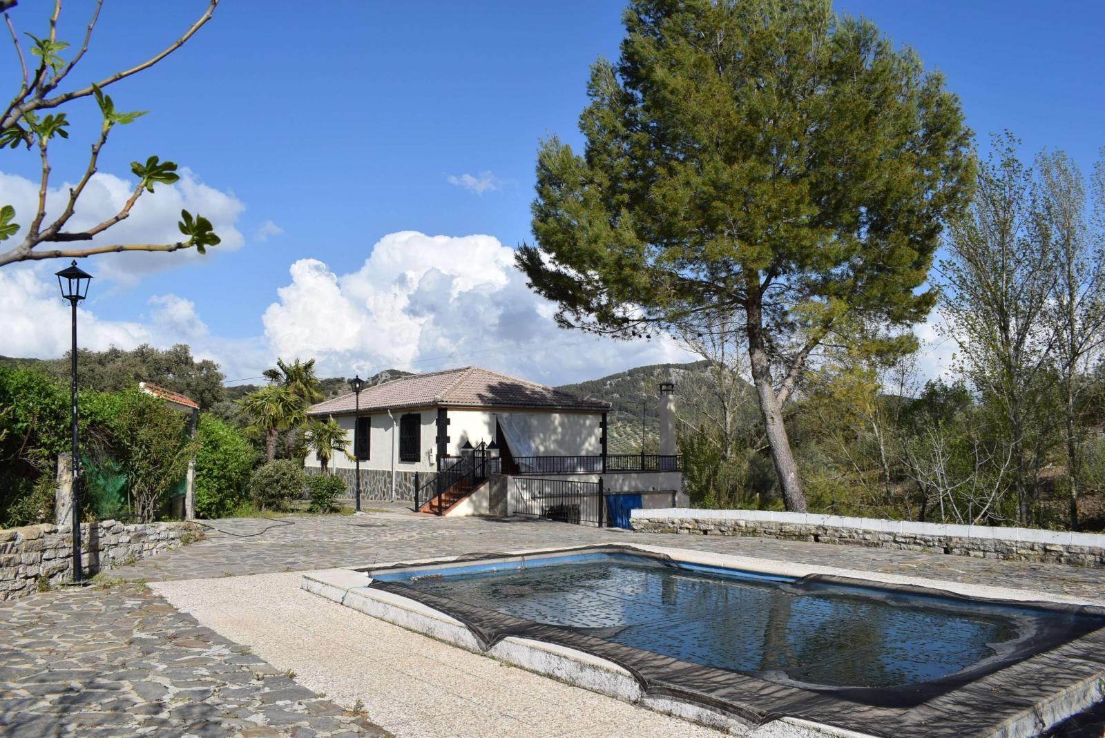 Lovely, detached, modern country home with pool and fantastic views