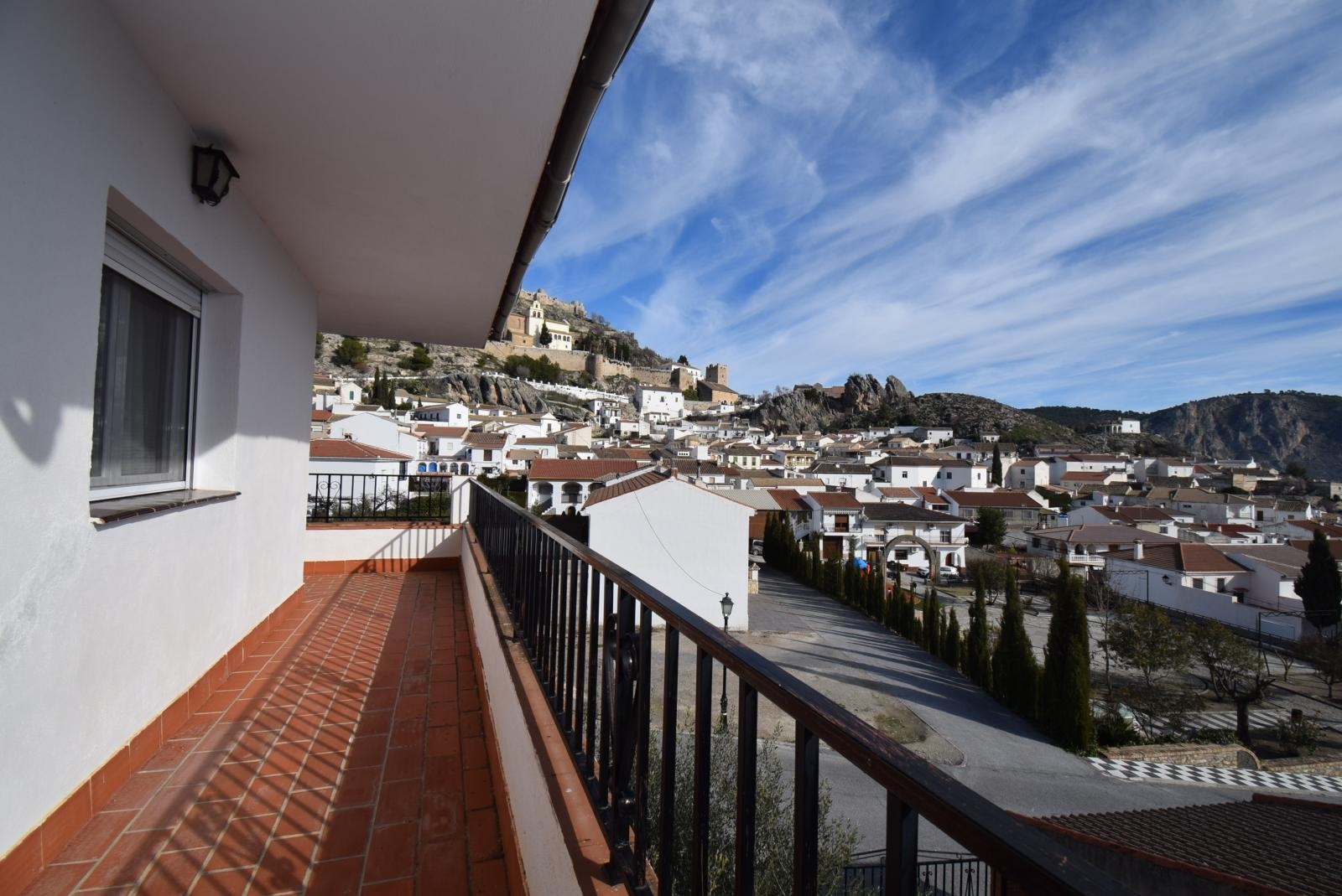 4 BED 2 BATH LOVELY DETACHED VILLA WITH STUNNING VIEWS