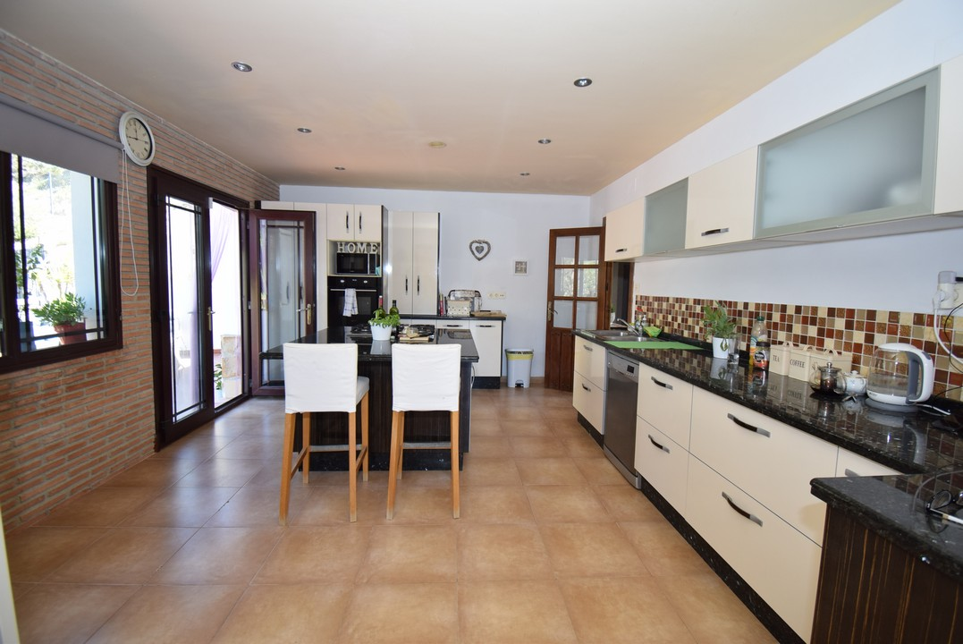 SPACIOUS BRIGHT  COUNTRY VILLA WITH PRIVATE POOL AND FANTASTIC COUNTRY VIEWS
