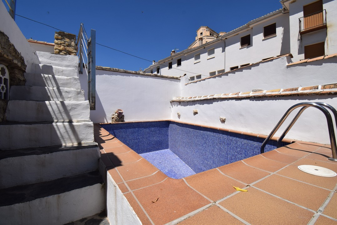 CHARMING HOUSE, LARGE PATIO AND POOL